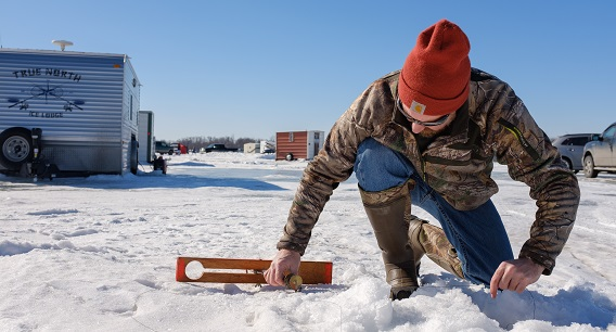winter guide ice fishing pic